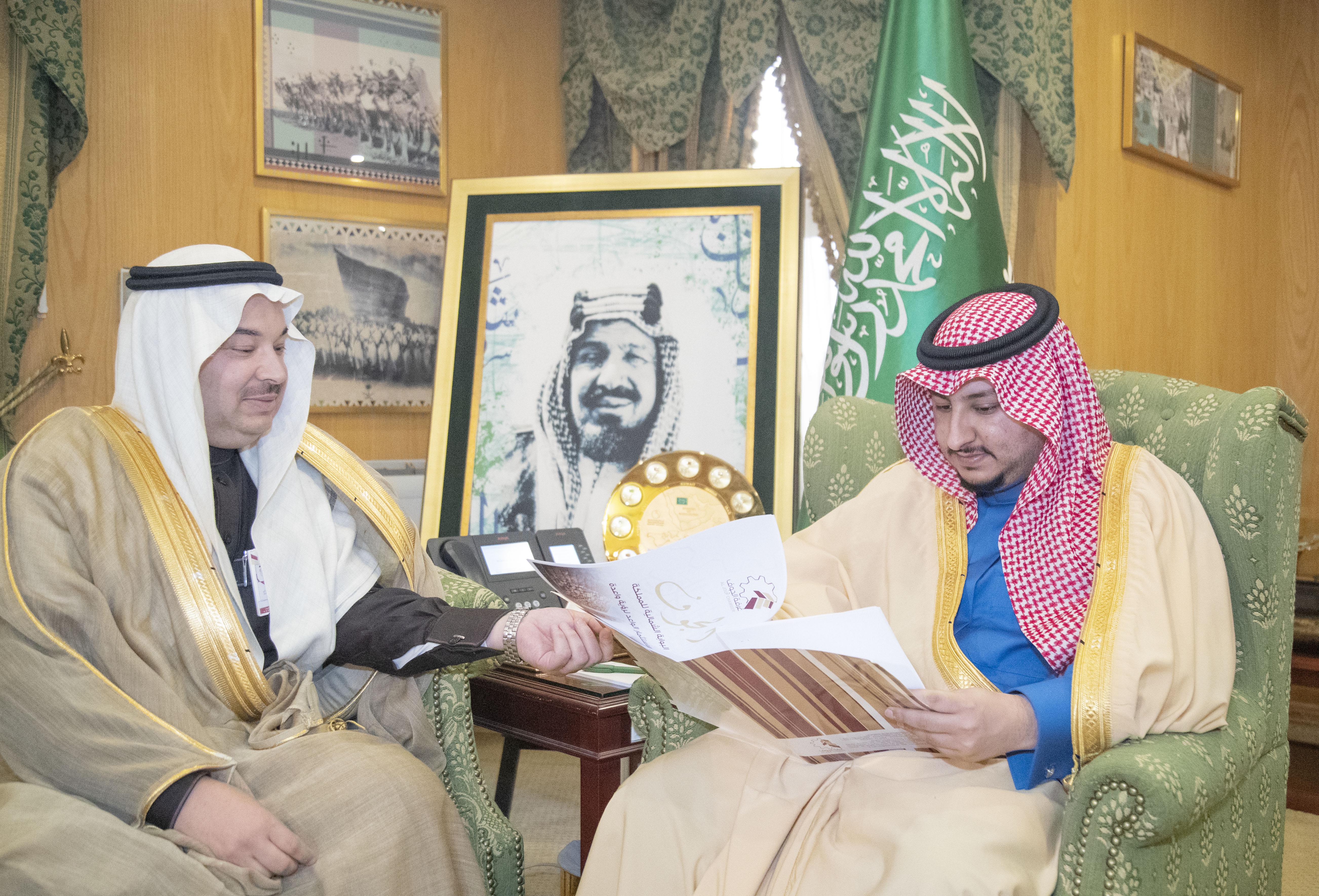 الأمير عبدالعزيز بن فهد يستقبل رئيس غرفة الجوف