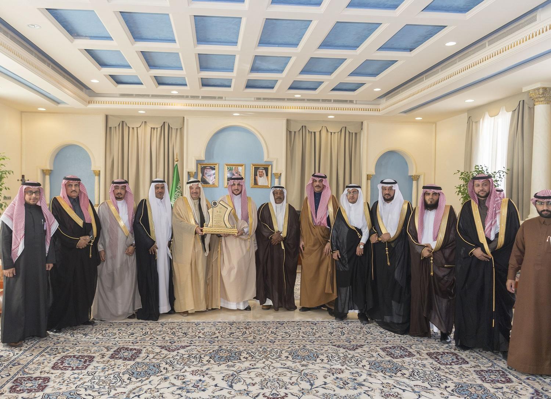 أمير الجوف يستقبل رئيس وأعضاء غرفة الجوف وينوه بدور رجال الأعمال في التنمية