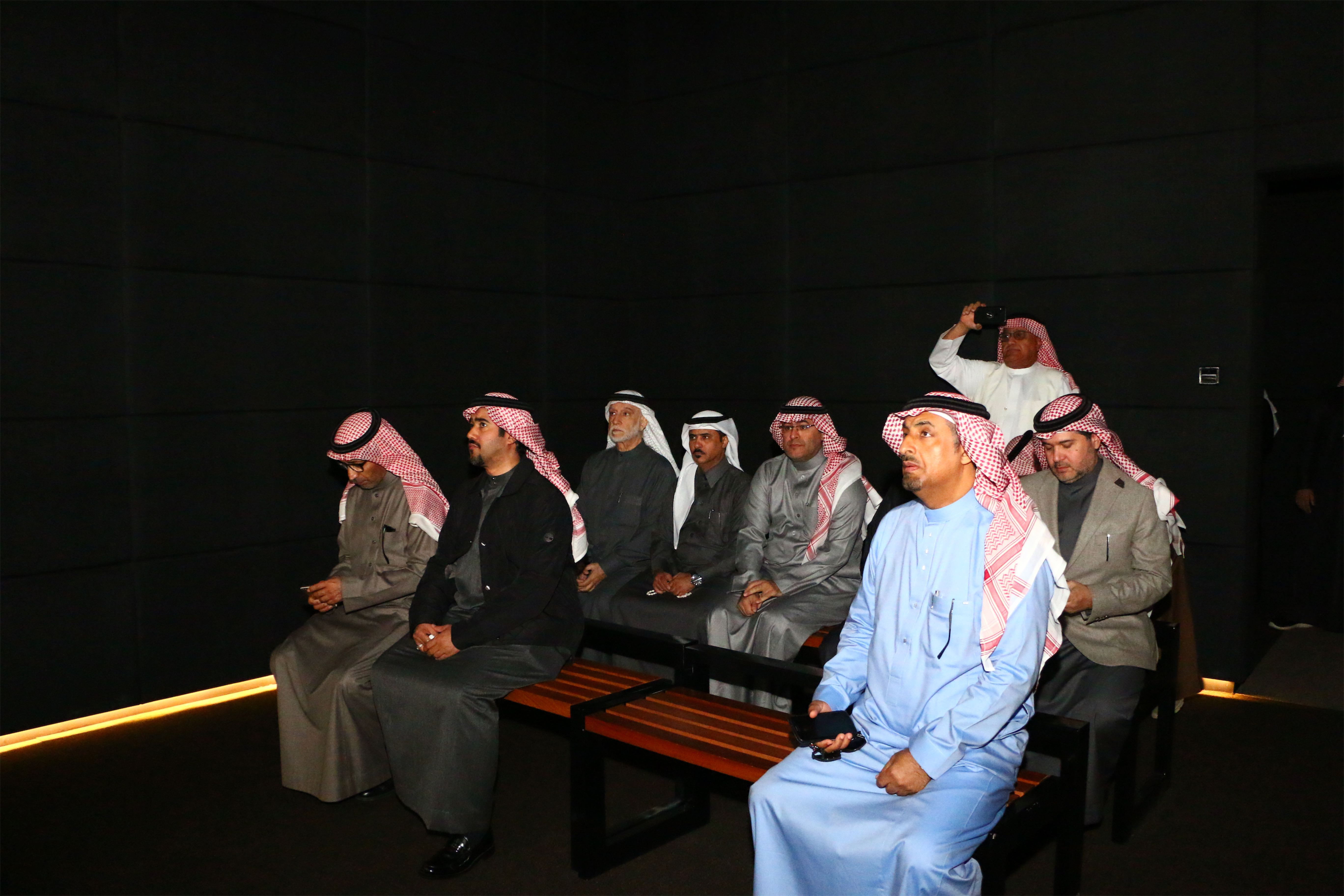 وفد رجال وسيدات الأعمال يزورون المتحف الإقليمي بدومة الجندل